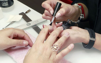 Nails-Factory-clienta-proceso